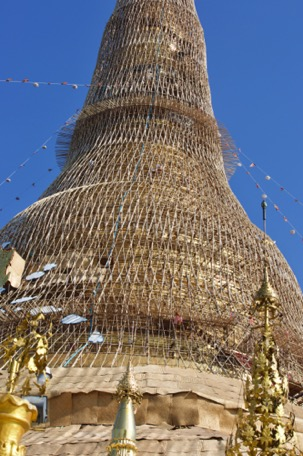 all 5-6 years the gold of the Pagoda is renewed, it is scaffolded ...