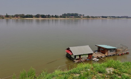 daytrip to Nong Khai, here Thailand, there Laos